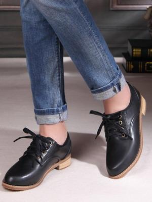 Одно из основных направлений этого тренда — обувь для женщин в стиле  «бизнес — кэжуал». Слишком жесткий дресс-код, к счастью, требуется далеко  не везде. 4cd3aca1d09