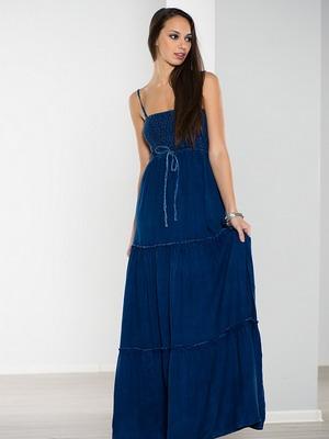 8843029292d7aa8 Идеальным решением для гардероба путешественницы станут романтические и  весьма комфортные модели длиной «макси».