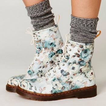 14dcba3c3 Именно так выглядят женские ботинки доктор Мартинс, но тем не менее они не  покидают актуальных трендов на протяжении уже нескольких лет.