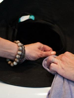 Чем почистить фетровую шляпу в домашних условиях 437