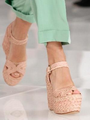 Плетеные туфли на танкетке