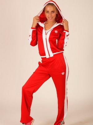 Легкие женские спортивные костюмы