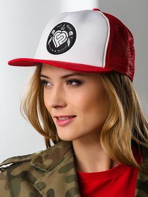 Прически с кепкой для девушек
