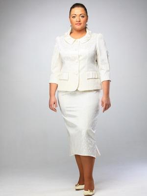 703bc5802de Фасоны летних костюмов для женщин 50 лет немного отличаются от тех моделей  этой классической одежды