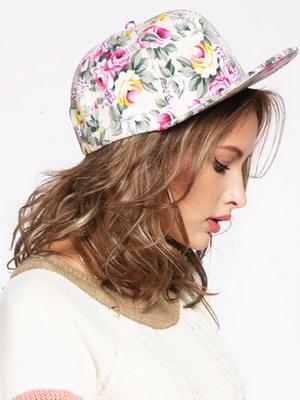 8bb8e5b27 K dispozícii sú tiež hip-hopové baseballové čiapky s priamym priezorom, ako  na fotografii nižšie: