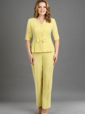 76b65df5362 При пошиве этой классической одежды дизайнеры отдают предпочтение тканям  белого
