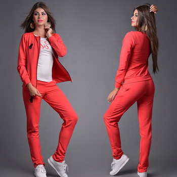 b84ba4bb У тех девушек, которые пополнили свой гардероб такой одеждой, возникает  вопрос, с чем носить спортивный костюм, чтобы иметь стильный вид.
