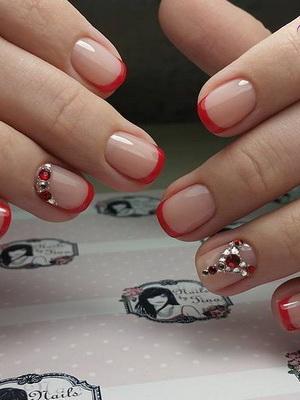 Французский маникюр на короткие ногти красным лаком