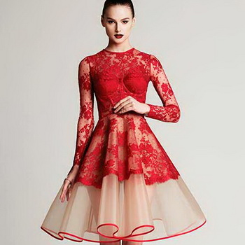 Короткие и длинные красные платья на Новый год-2019  фото новогодних ... 5b1ca3a3d420b