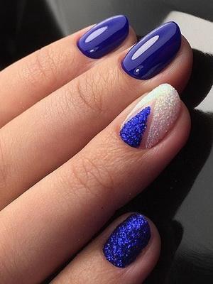 Нежно синий маникюр