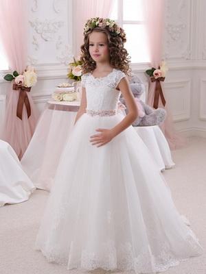 37dd7bd3ebd Белые платья на Новый год для девочек  как украсить новогодний наряд
