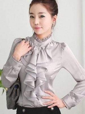 324a9dde9de Модели блузок с рюшами и воланами помогут девушке создать милый  романтический образ