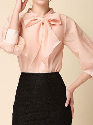 c3a489c7976 Красивая и элегантная блузка из шифона с бантом является самым популярным  вариантом нарядного образа женщины. Она отлично подходит для создания ...